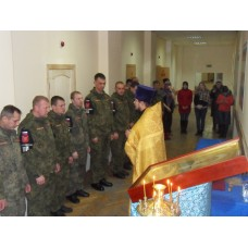 15 ноября 2016. Военнослужащие дисциплинарного батальона приложились к мощам Матроны Московской.
